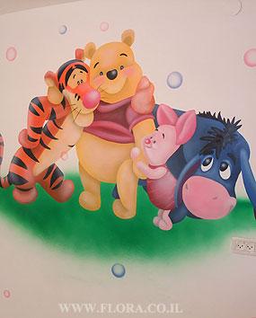 פו הדוב, טיגר ,חזרזיר ואיה – ציור על הקיר בחדר תינוקות